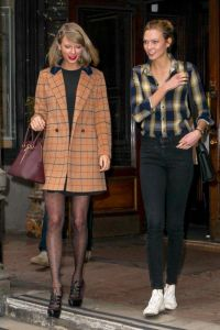 Taylor-Swift-and-Model-Karlie-Kloss